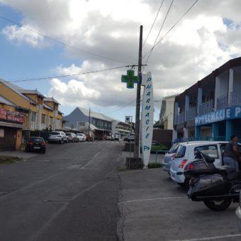 Local avec façade vitrée, La Plaine Saint Paul