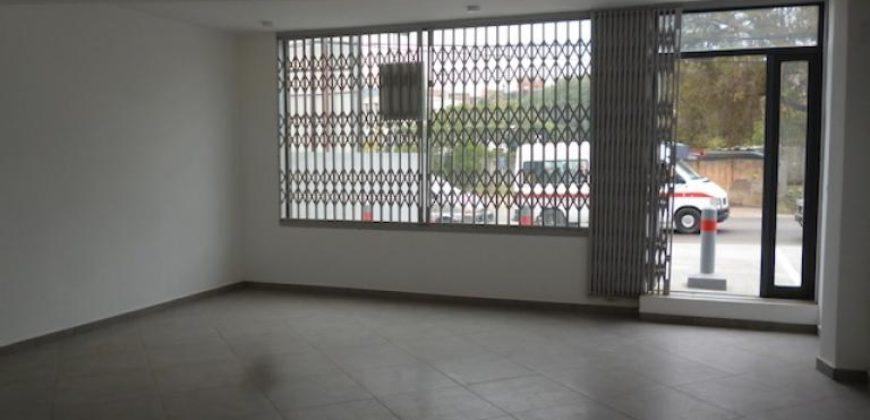 Local commercial d'une superficie de 45M2 sur un immeuble de standing, Ambohibao