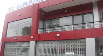 Local commercial d'une superficie de 42M2 sur un immeuble de standing, Ambohibao