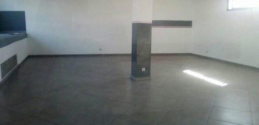 Local de 83M2 au rez de chaussée dans un immeuble de standing, Ambohibao