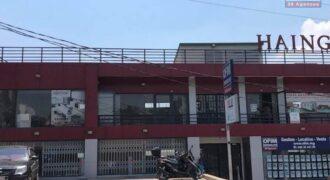 Grand local de 82M2 lumineux dans un immeuble de standing, Ambohibao