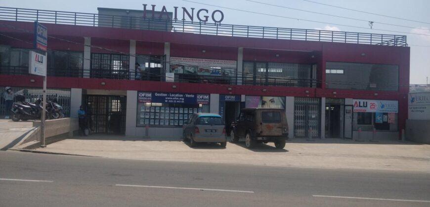 Plusieurs bureaux récents à Ambohibao sur la route principale d'Ivato