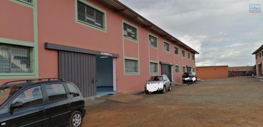 Entrepôts de 430M2,825M2,1000M2 clôturés, Ambohidratrimo